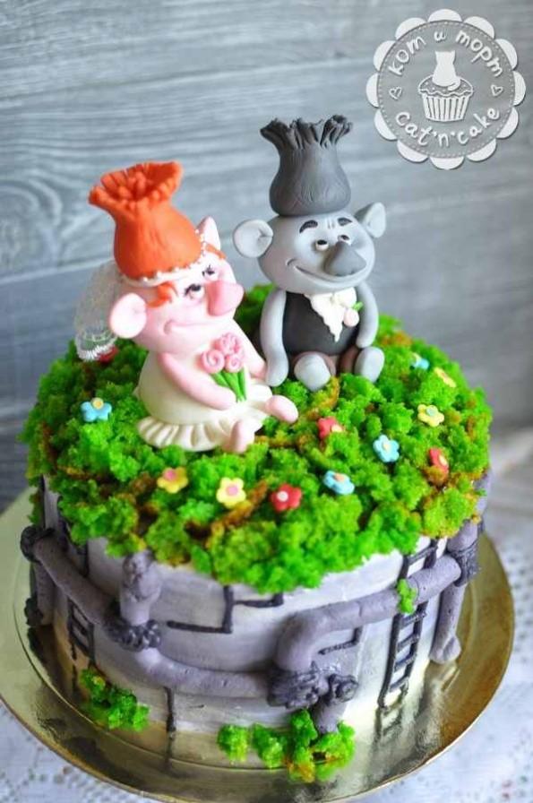 Необычный свадебный торт с троллями