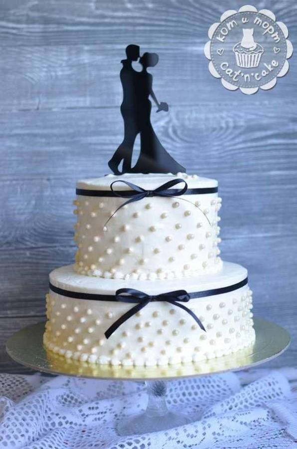 Стильный свадебный двухъярусный торт