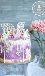 Нежный сиреневый торт с феечками
