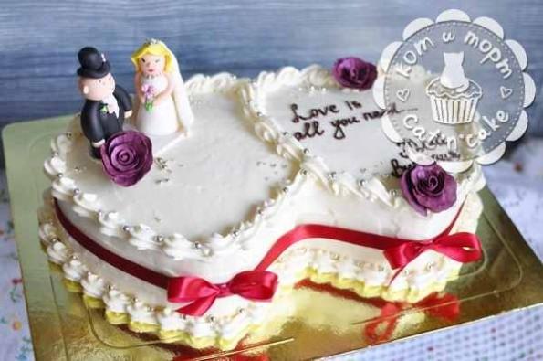 Свадебный торт из двух сердец