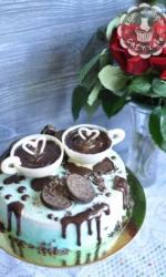 Торт с двумя чашками кофе