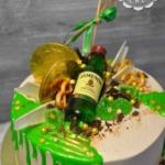 Торт с бутылочкой виски