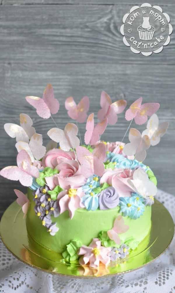 Торт с розовыми бабочками