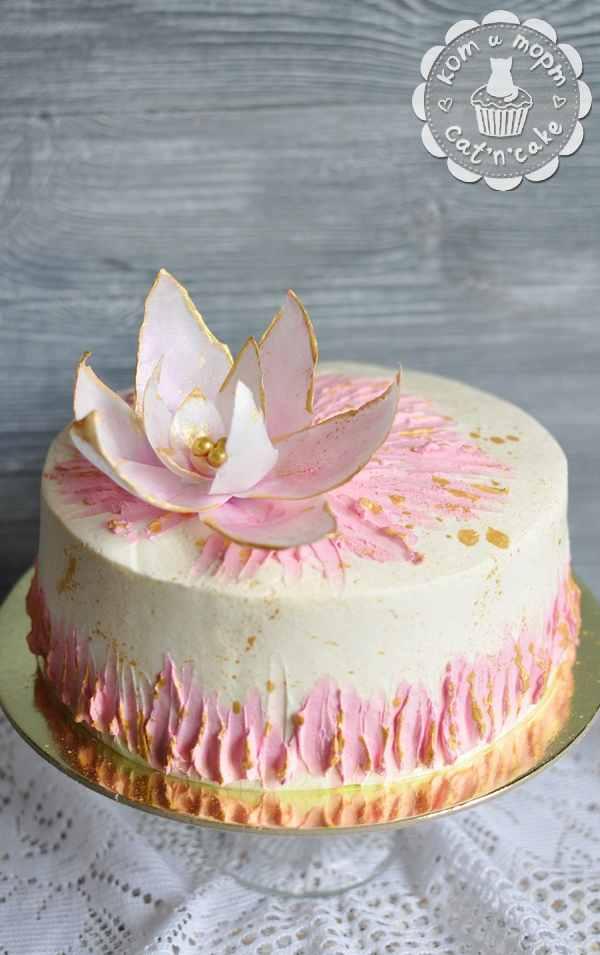 Торт с вафельным цветком