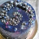 Торт со спиральной галактикой