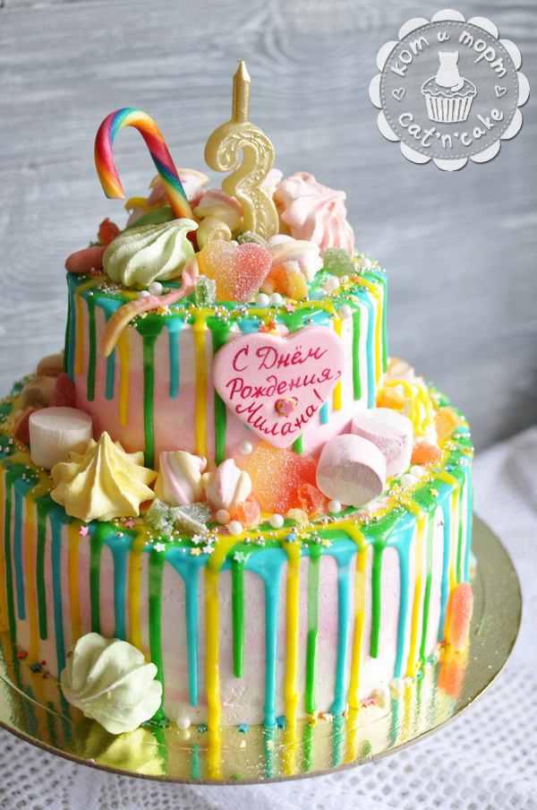 Полосатый двухъярусный торт