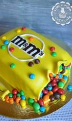 Торт в виде огромной коробки M&m`s