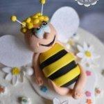 Пчёлка на торте
