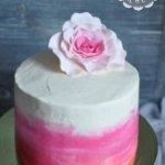 Строгий торт с цветком
