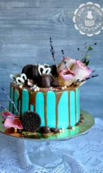 Стильный торт с сушёными розами