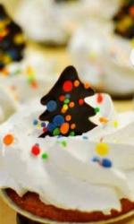 Капкейки с шоколадными ёлочками