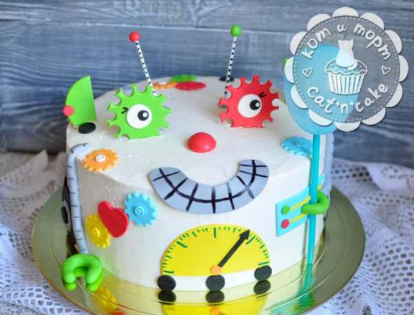 Дружелюбный торт-робот