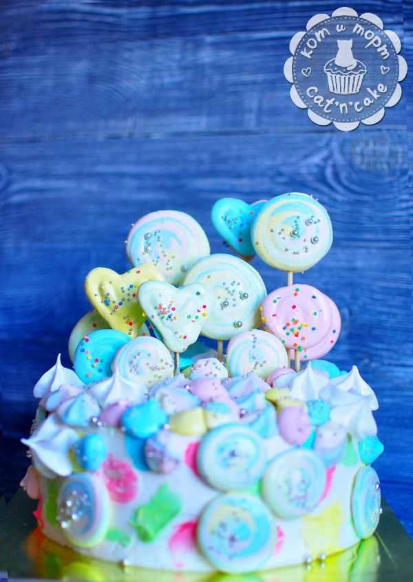 Торт с печеньем и зефирками