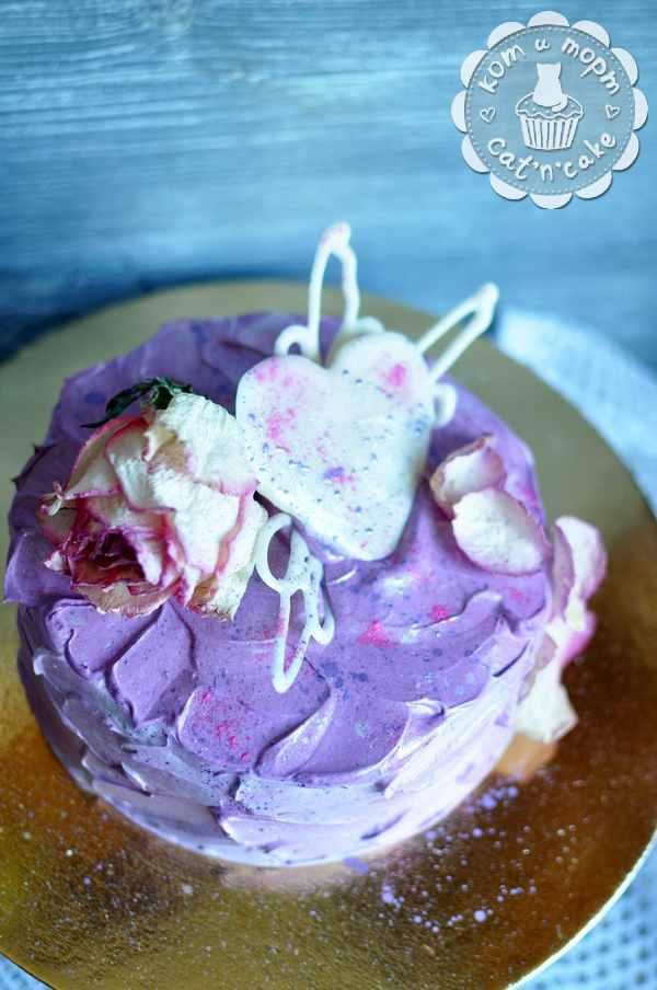 Фиолетовый торт с розой