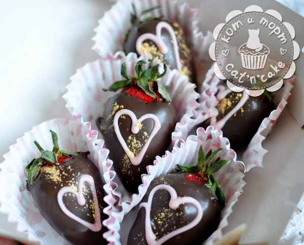 Клубника в шоколаде с сердечками
