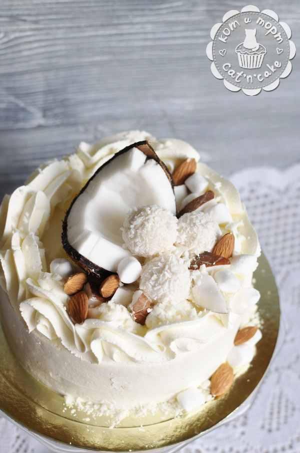 Торт с кокосом, рафаэло и миндальным орехом