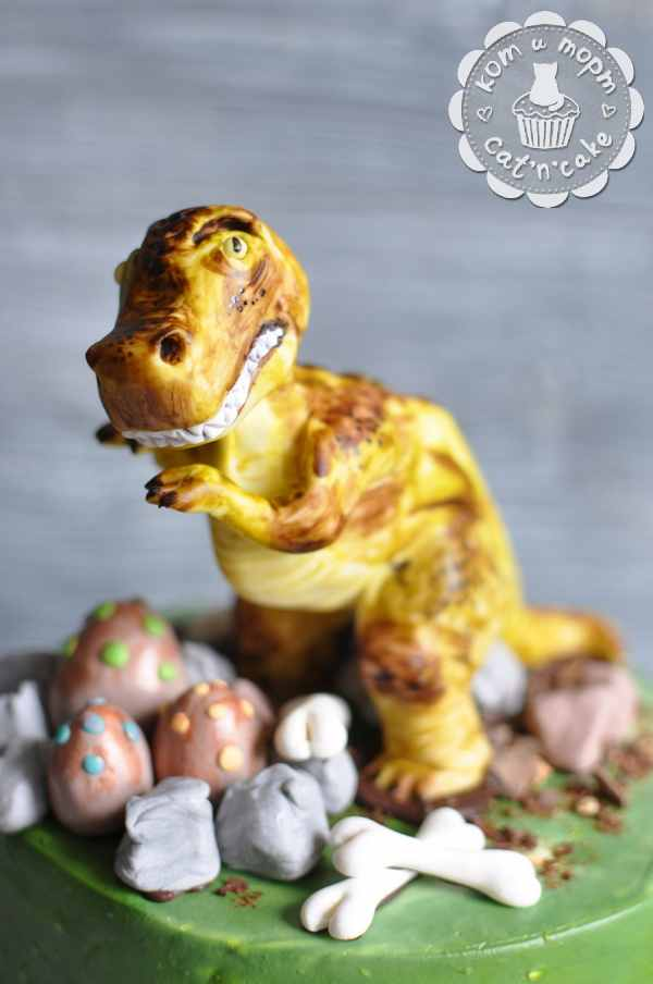 Фигурка из мастики Динозавр