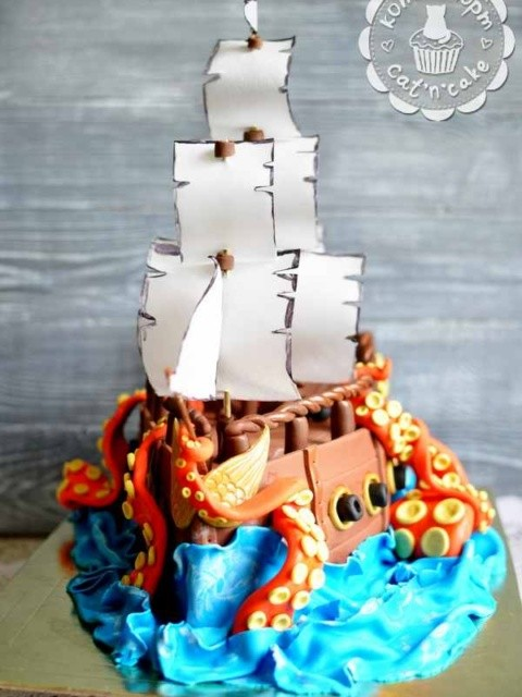 Торт-корабль с пиратом и щупальцами