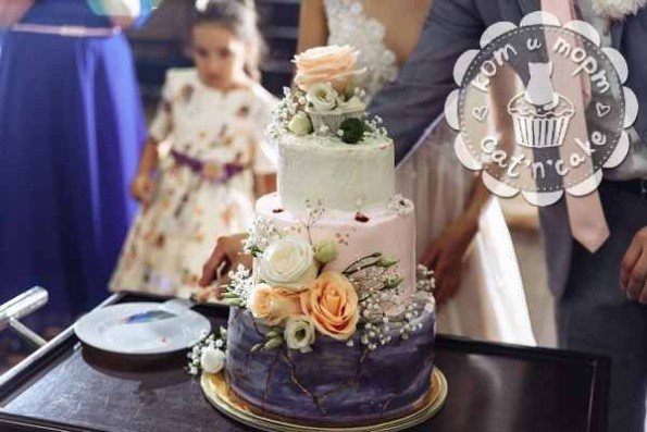 Трёхъярусный свадебный торт