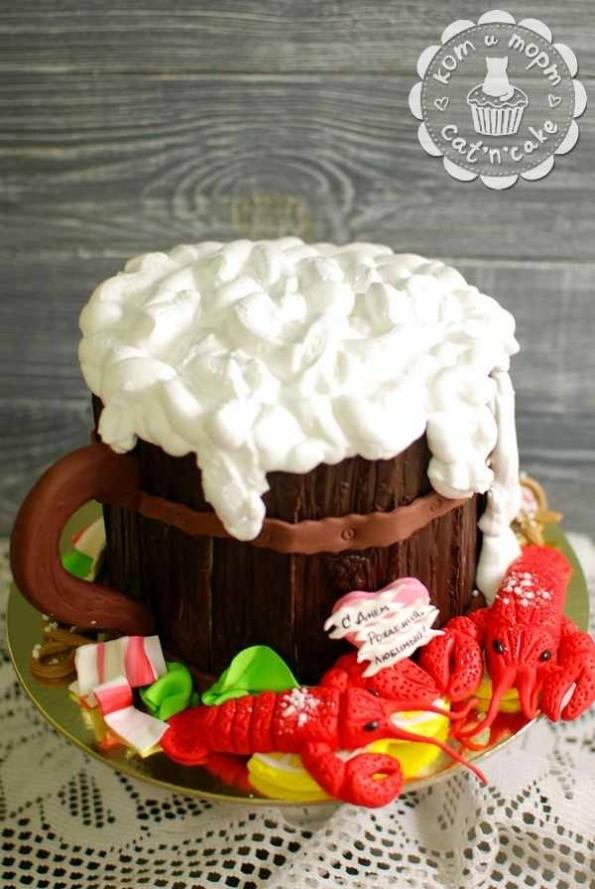 Торт с кружкой пива и раками