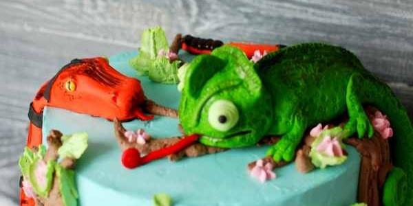 Торт с удавом и хамелеоном