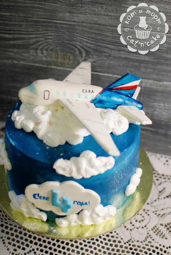 Торт с облаками и самолётом