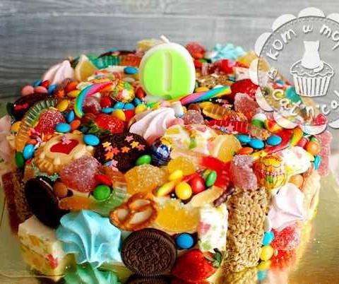 Эклектичный торт со сладостями