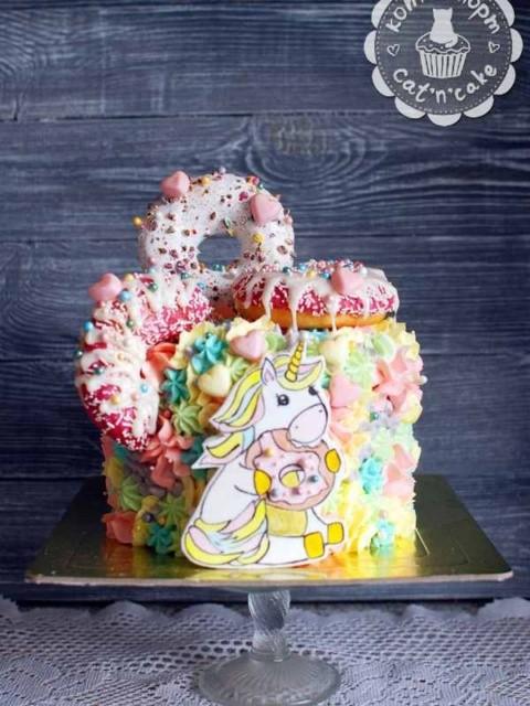 Торт с единорогом и пончиками