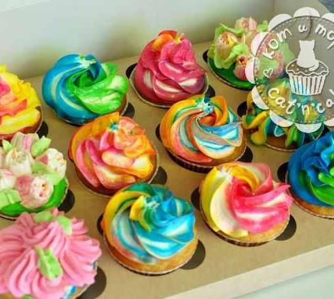 Разноцветные капкейки