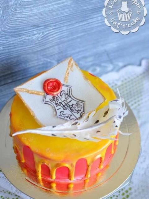 Торт с письмом и пером