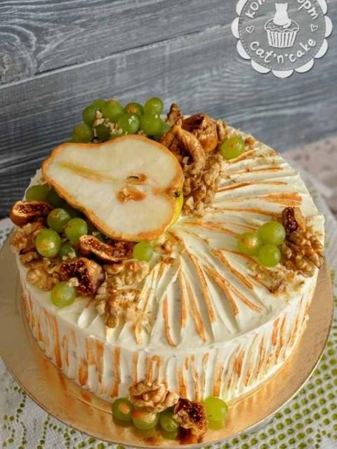 Торт с грушей, виноградом и грецкими орехами