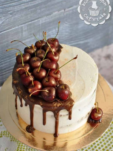 Торт с черешней и шоколадом