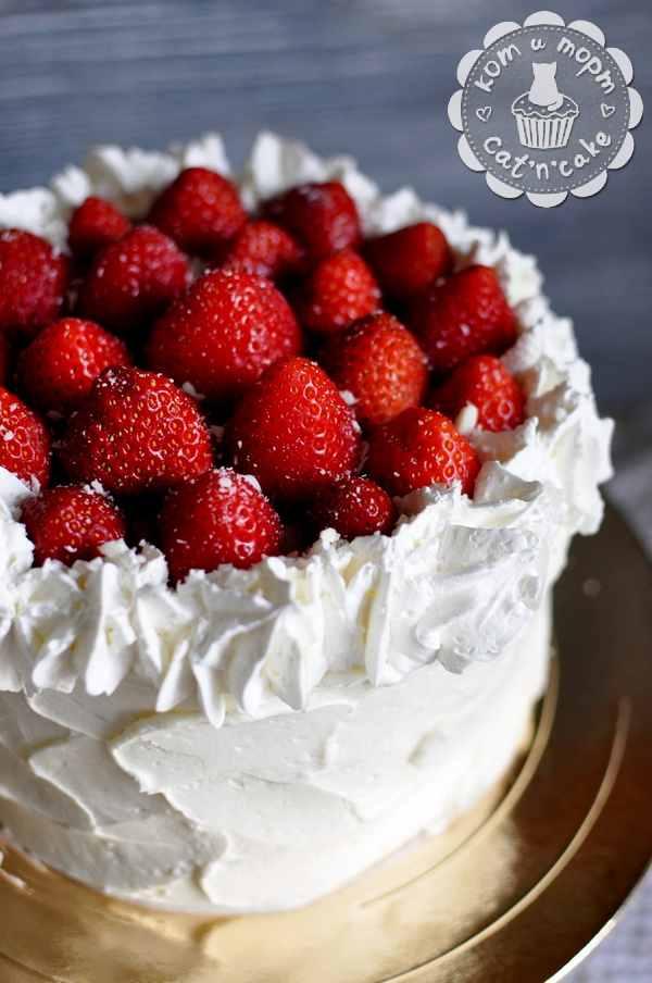 Торт с клубникой и творожным кремом