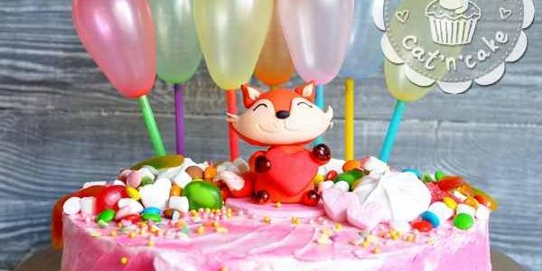 Розовый торт с шариками и лисёнком