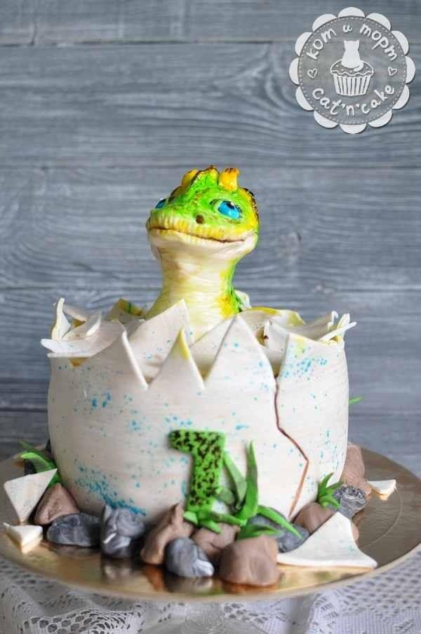 Торт с маленьким динозавриком