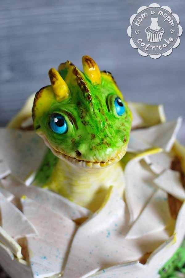 Динозаврик - фигурка из мастики