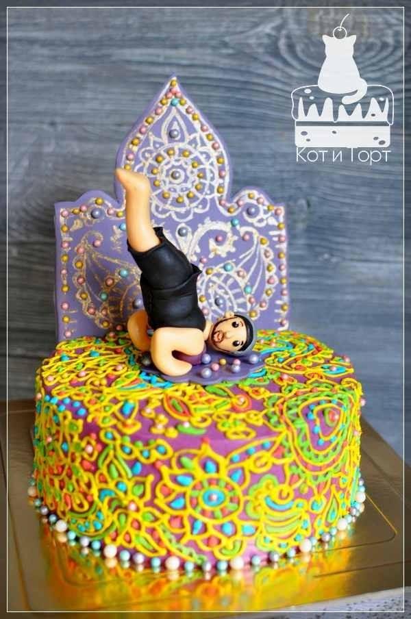 Торт с орнаментом для йога