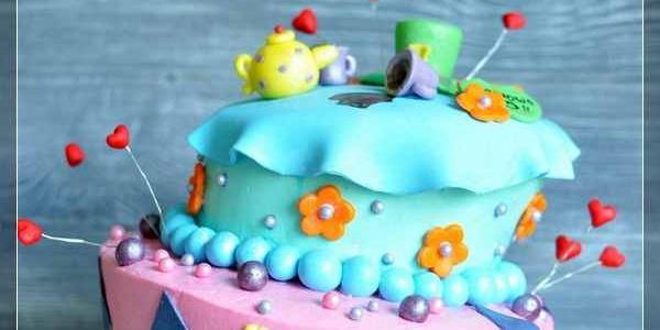 Неправильный торт «Алиса в стране чудес»