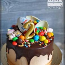 Простой торт с Киндер-сюрпризом