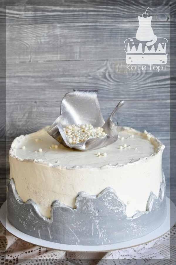 Бело-серебрянный торт на свадьбу