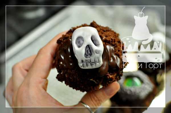 Капкейк на Хэллоуин с черепом