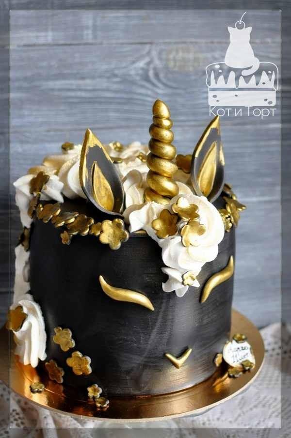 Торт с чёрно-золотым единорогом