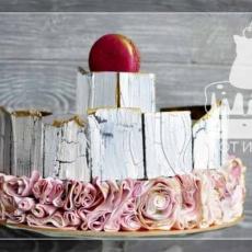 Торт с кракелюром и сахарными рюшами