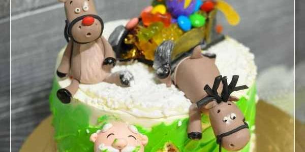 Новогодний торт Санта и олени