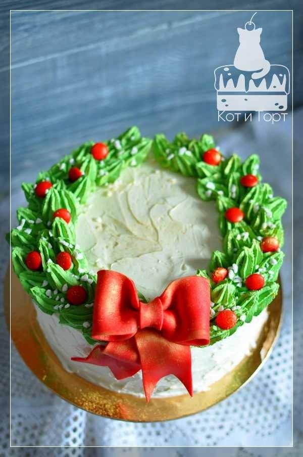 Новогодний торт Венок с красным бантом
