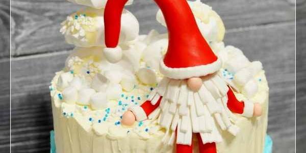 Бело-голубой торт с Дедом Морозом