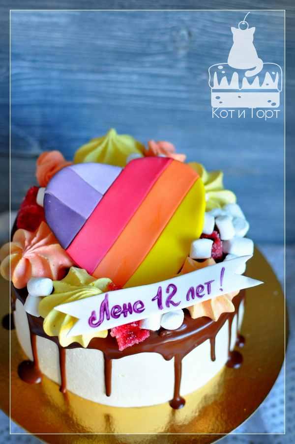Торт с разноцветным сердцем