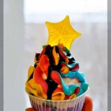 Разноцветный капкейк со звёздочкой