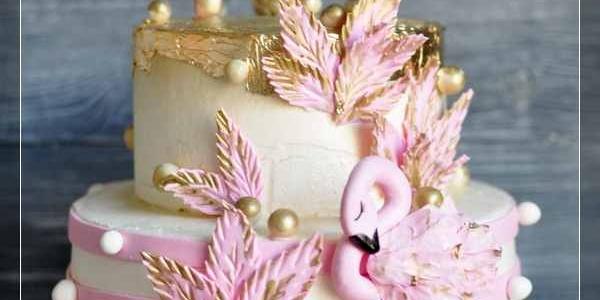 Бело-золотой двухъярусный торт с фламинго
