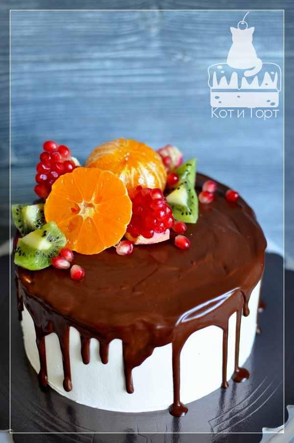 Простой торт с киви, апельсином и гранатом